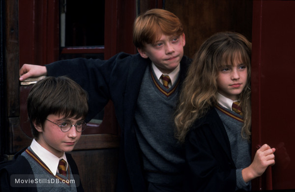 Harry Potter and the Sorcerer's Stone - Publicity still of Daniel Radcliffe, Rupert Grint & Emma Watson