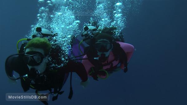 Mako Mermaids - Publicity still of Gemma Forsyth & Dominic Deutscher