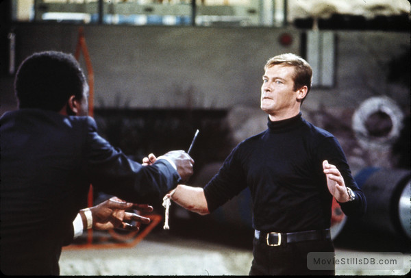 Live And Let Die - Publicity still of Yaphet Kotto & Roger Moore