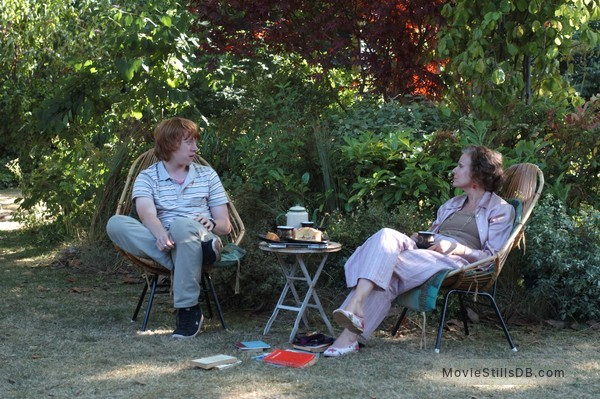 Driving Lessons - Publicity still of Julie Walters & Rupert Grint