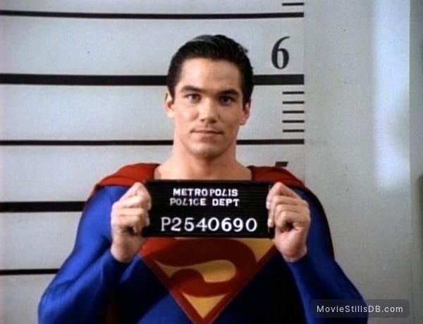 Lois & Clark: The New Adventures of Superman - Publicity still of Dean Cain