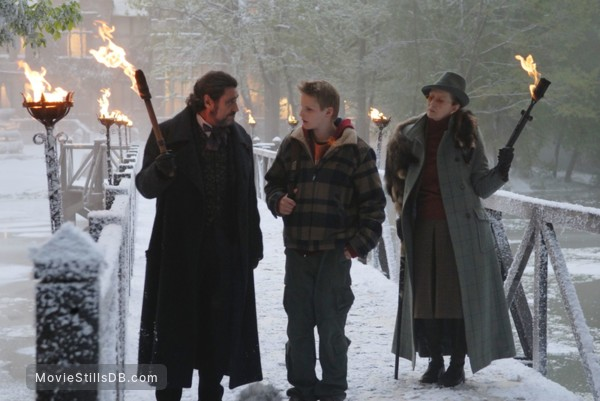 The Seeker: The Dark Is Rising - Publicity still of Ian McShane, Alexander Ludwig & Frances Conroy