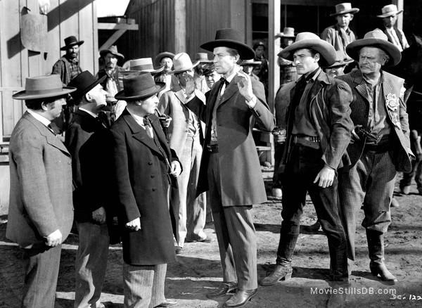 Dodge City - Publicity still of Frank McHugh, Bruce Cabot & Errol Flynn