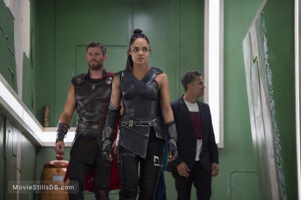 Thor: Ragnarok - Publicity still of Tessa Thompson, Chris Hemsworth & Mark Ruffalo