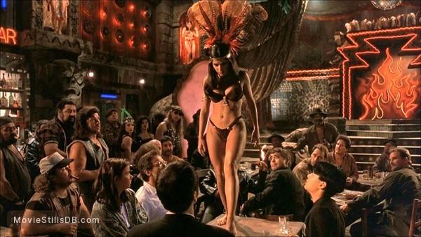 From Dusk Till Dawn - Publicity still of George Clooney, Harvey Keitel, Quentin Tarantino & Salma Hayek