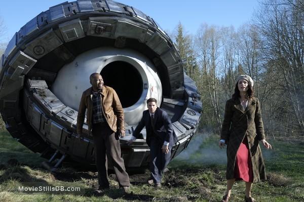 Timeless - Publicity still of Abigail Spencer, Matt Lanter & Malcolm Barrett