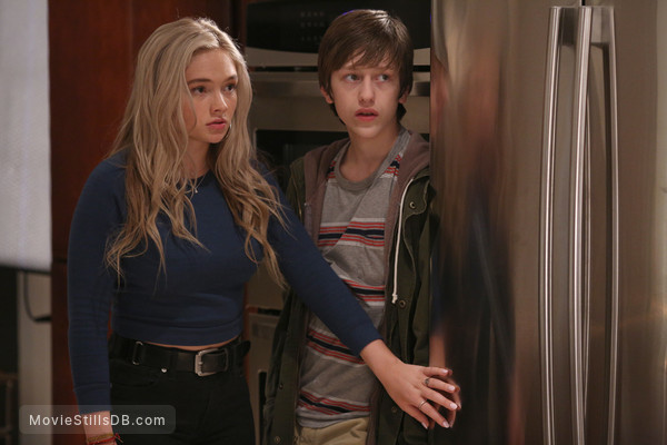 The Gifted - Publicity still of Natalie Alyn Lind & Percy Hynes White