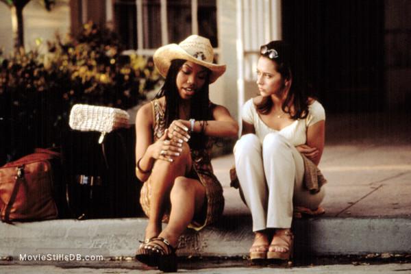 I Still Know What You Did Last Summer - Publicity still of Jennifer Love Hewitt & Brandy Norwood