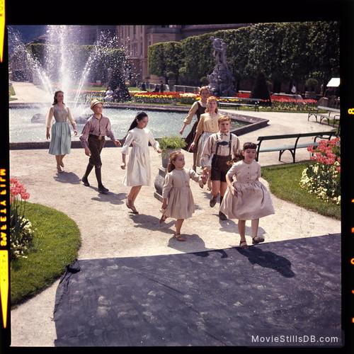 The Sound of Music - Publicity still of Julie Andrews, Charmian Carr, Angela Cartwright, Duane Chase, Nicholas Hammond, Kym Karath, Debbie Turner & Heather Menzies