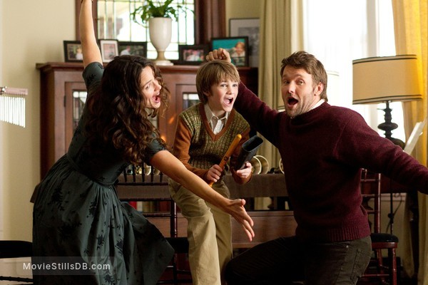 The Odd Life of Timothy Green - Publicity still of Cj Adams, Jennifer Garner & Joel Edgerton