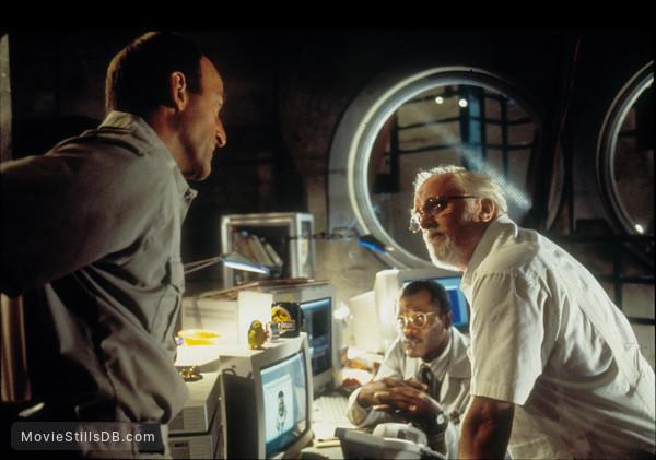 Jurassic Park - Publicity still of Samuel L. Jackson, Richard Attenborough & Bob Peck