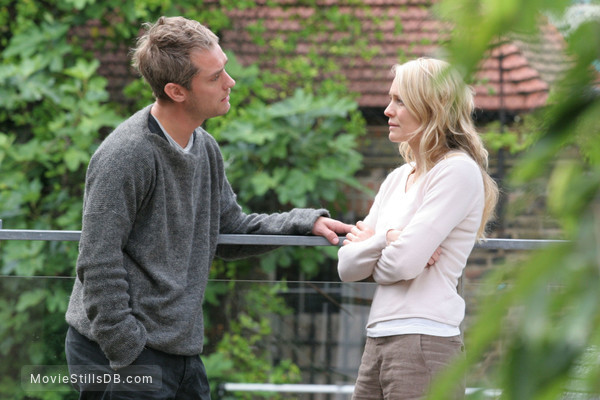 Breaking and Entering - Publicity still of Jude Law & Robin Wright