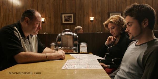 The Sopranos - Publicity still of James Gandolfini, Edie Falco & Robert Iler