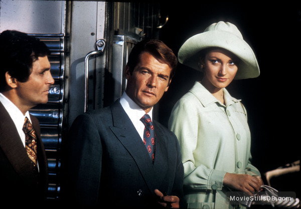 Live And Let Die - Publicity still of Roger Moore, Jane Seymour & David Hedison