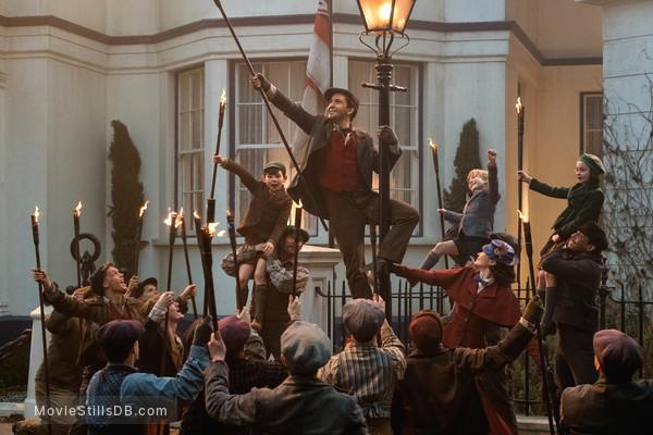 Mary Poppins Returns - Publicity still of Lin-Manuel Miranda, Emily Blunt, Nathanael Saleh, Joel Dawson & Pixie Davies