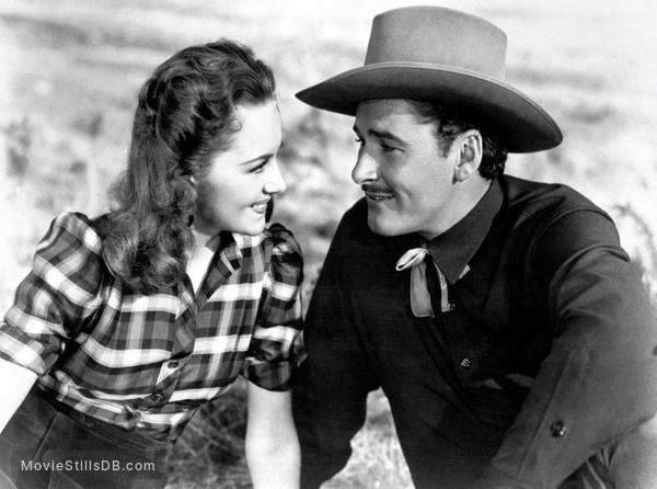 Dodge City - Publicity still of Errol Flynn & Olivia de Havilland