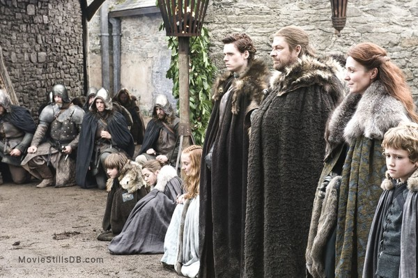Game of Thrones - Publicity still of Sophie Turner, Maisie Williams, Isaac Hempstead-Wright, Richard Madden, Art Parkinson, Sean Bean & Michelle Fairley