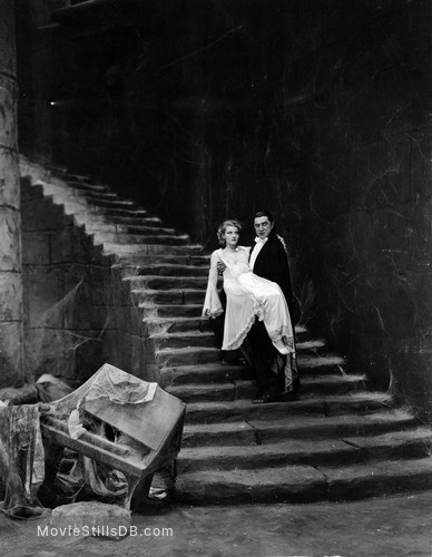 Dracula - Publicity still of Bela Lugosi & Helen Chandler