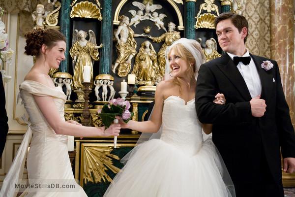 Bride Wars - Publicity still of Anne Hathaway, Kate Hudson & Steve Howey