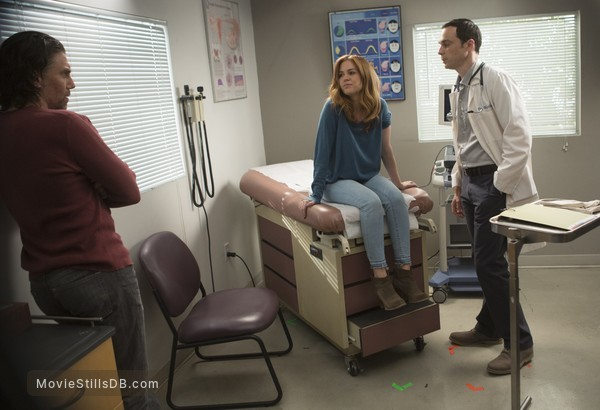 Visions - Publicity still of Isla Fisher, Jim Parsons & Anson Mount