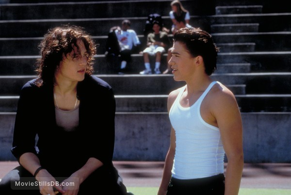 10 Things I Hate About You - Publicity still of Heath Ledger & Andrew Keegan
