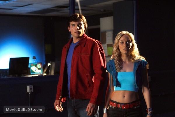 Smallville - Publicity still of Laura Vandervoort & Tom Welling