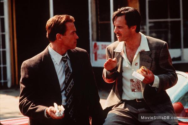 True Lies - Publicity still of Arnold Schwarzenegger & Bill Paxton