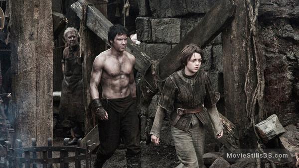 Game of Thrones - Publicity still of Maisie Williams & Joe Dempsie