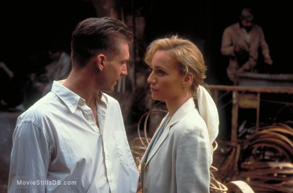 The English Patient - Publicity still of Ralph Fiennes & Kristin Scott Thomas