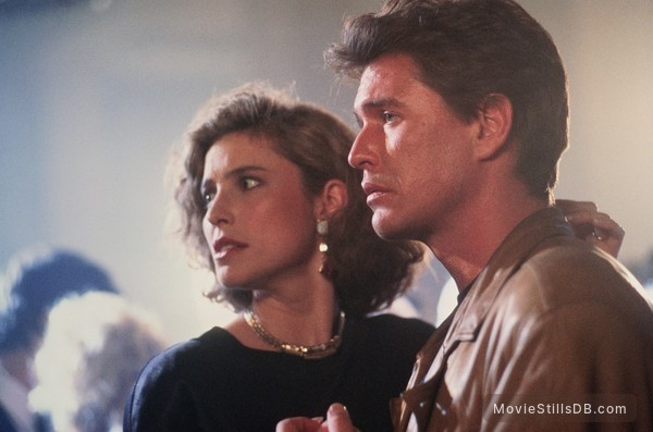 Someone to Watch Over Me - Publicity still of Tom Berenger & Mimi Rogers