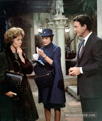 The Honey Pot - Publicity still of Susan Hayward, Cliff Robertson & Maggie Smith