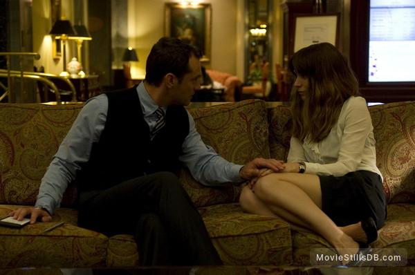 Side Effects - Publicity still of Jude Law & Rooney Mara