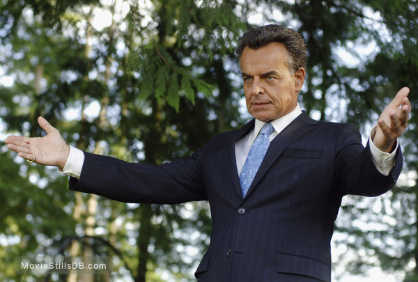 Reaper - Publicity still of Ray Wise
