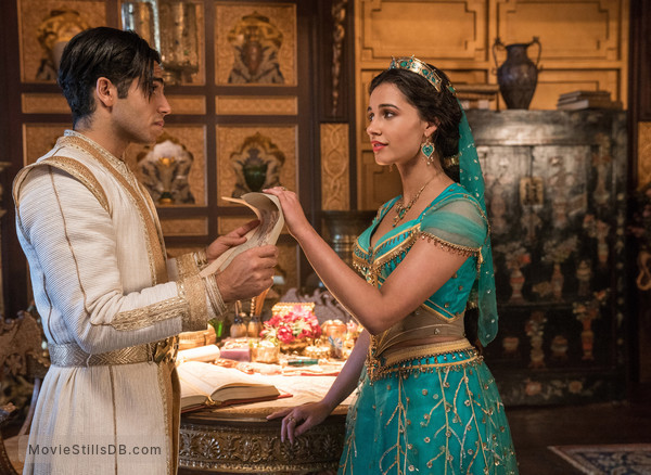 Aladdin - Publicity still of Mena Massoud & Naomi Scott