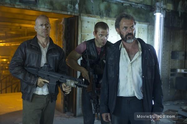 A Good Day to Die Hard - Publicity still of Bruce Willis, Sebastian Koch & Jai Courtney