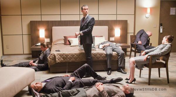 Inception - Publicity still of Leonardo DiCaprio, Joseph Gordon-Levitt, Tom Hardy, Ken Watanabe & Tom Berenger