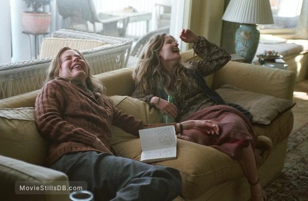 Margot at the Wedding - Publicity still of Nicole Kidman & Jennifer Jason Leigh