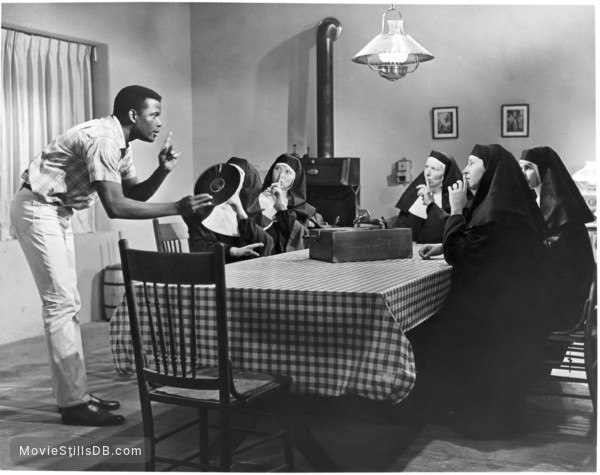 Lilies of the Field - Publicity still of Sidney Poitier, Lilia Skala, Lisa Mann, Isa Crino, Francesca Jarvis & Pamela Branch