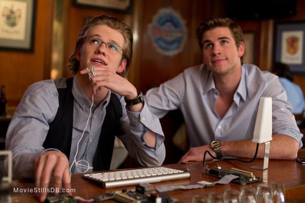 Paranoia - Publicity still of Liam Hemsworth & Lucas Till
