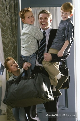 Desperate Housewives - Publicity still of Felicity Huffman, Brent Kinsman, Shane Kinsman & Zane Huett
