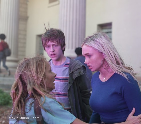 The Gifted - Publicity still of Percy Hynes White, Natalie Alyn Lind & Amy Acker