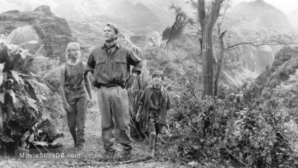 Jurassic Park - Publicity still of Sam Neill, Ariana Richards & Joseph Mazzello