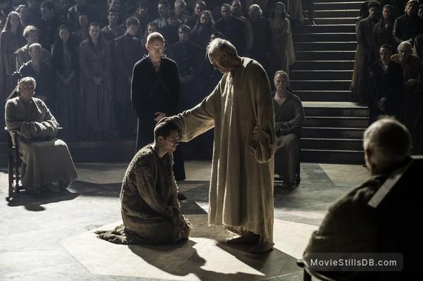 Game of Thrones - Publicity still of Jonathan Pryce & Finn Jones