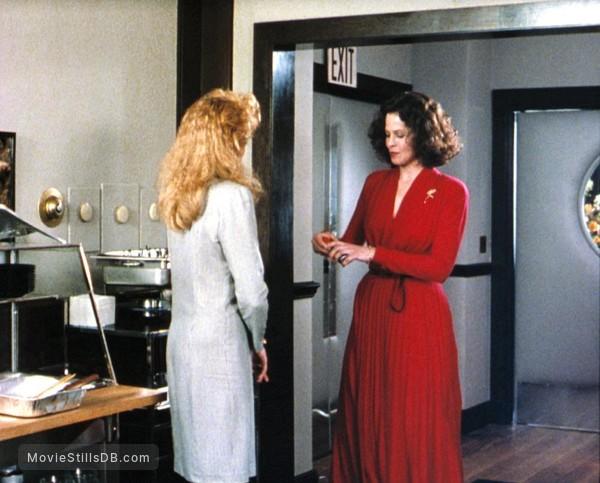 Working Girl - Publicity still of Melanie Griffith & Sigourney Weaver