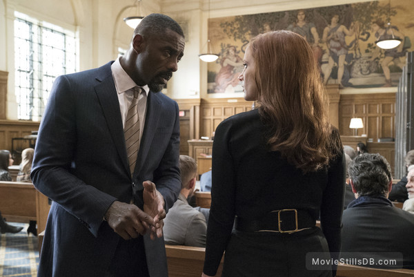 Molly's Game - Publicity still of Jessica Chastain & Idris Elba