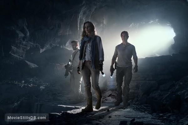 The Mummy - Publicity still of Tom Cruise, Annabelle Wallis & Jake Johnson