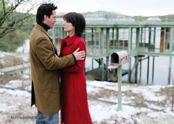 The Lake House - Publicity still of Keanu Reeves & Sandra Bullock