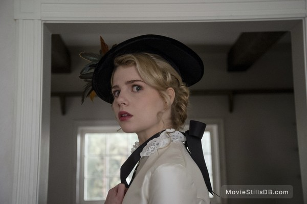 I Am the Pretty Thing That Lives in the House - Publicity still of Lucy Boynton