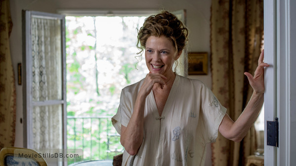 The Seagull - Publicity still of Annette Bening
