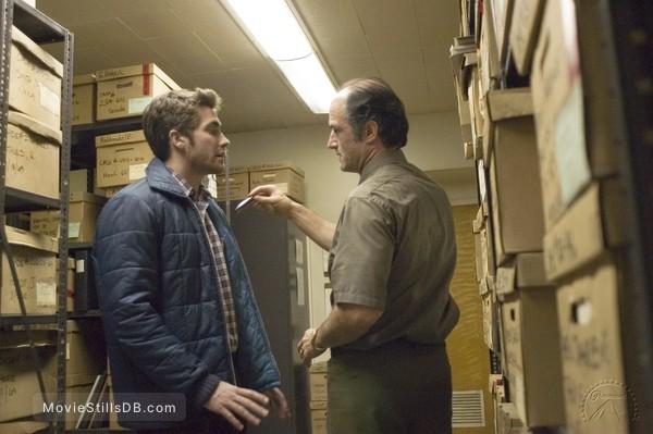 Zodiac - Publicity still of Jake Gyllenhaal & Elias Koteas